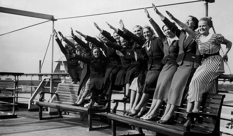 nanas-salut-nazi-1938